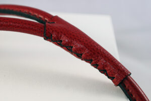 Workshop Sauri - red leather leash hand stitching