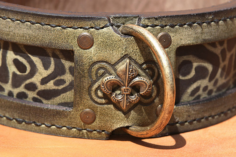 Leather dog collar Dee ring and brass patina fleur-de-lis ornament