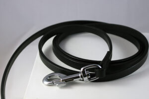 Flat leather lead