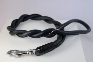 Round plaited leash