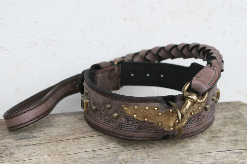 Personalized leather dog collar and leash by Workshop Sauri