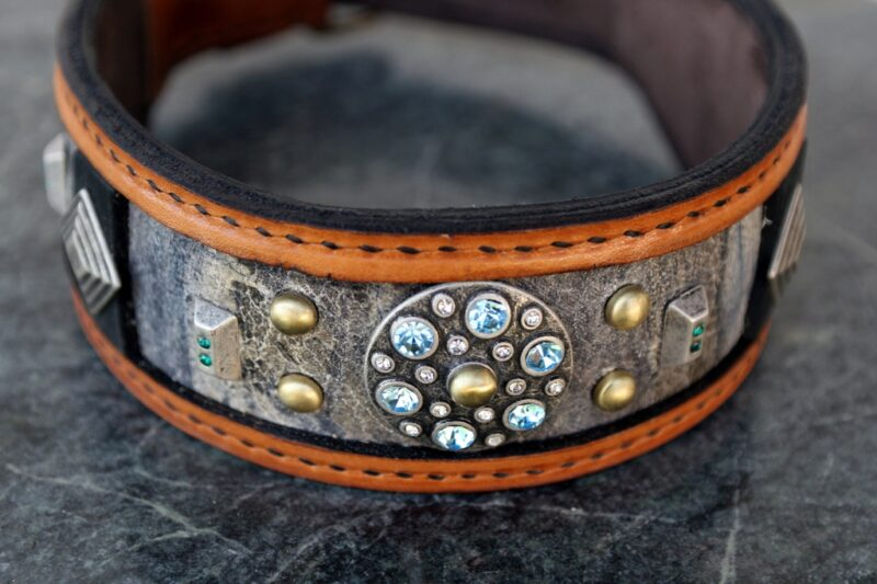 Fancy leather dog collar hand crafted by Sauri