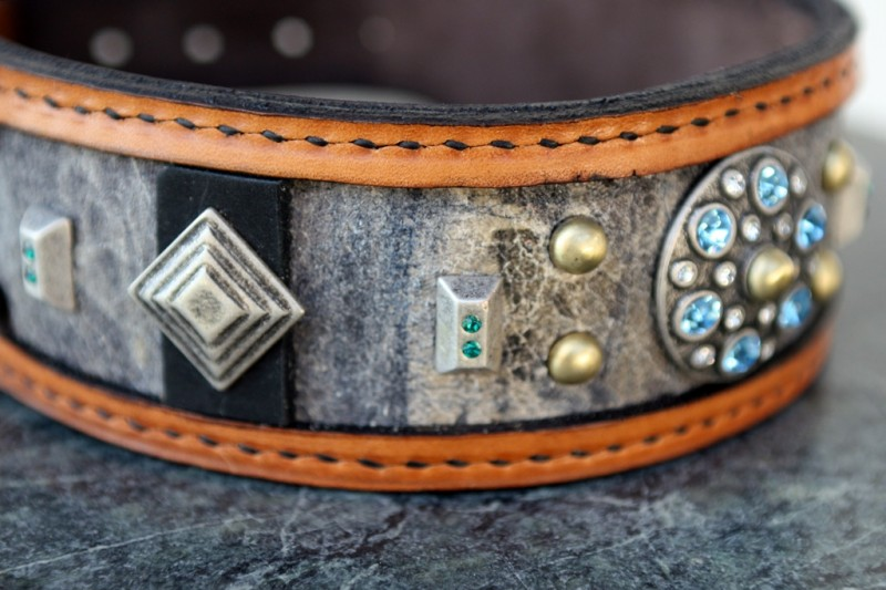 Hand stitched leather dog collar by Sauri
