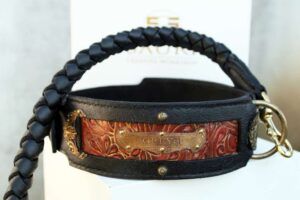 Personalized handmade leather dog collar by Sauri