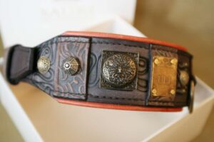 Unique leather dog collar with name plate by Workshop Sauri