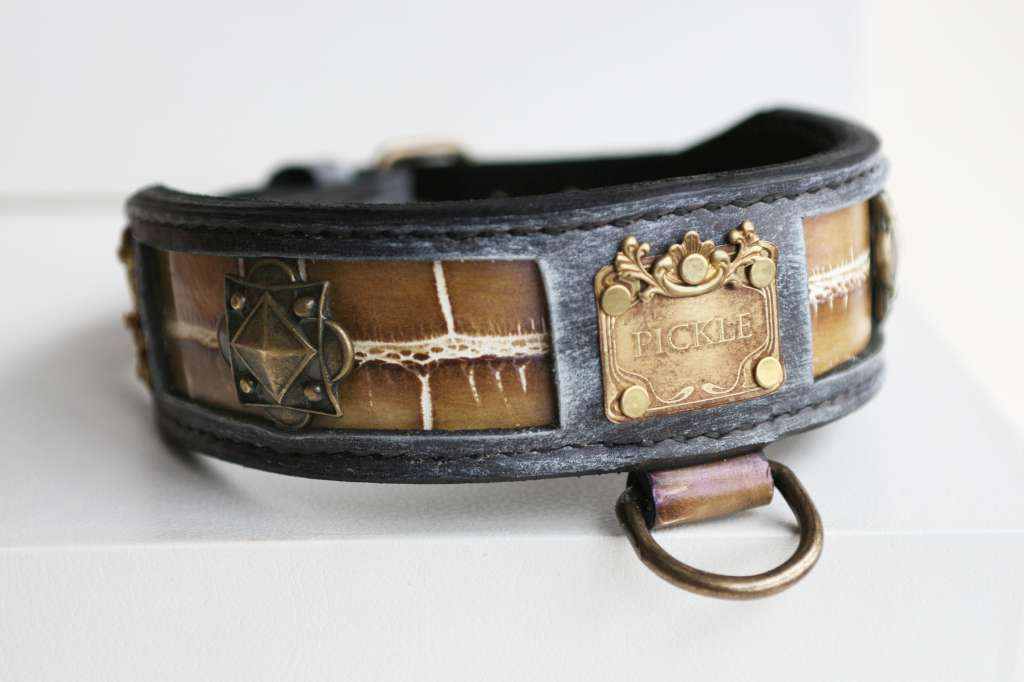 Pickle - personalized leather dog collar handcrafted by Workshop Sauri for a French Bulldog