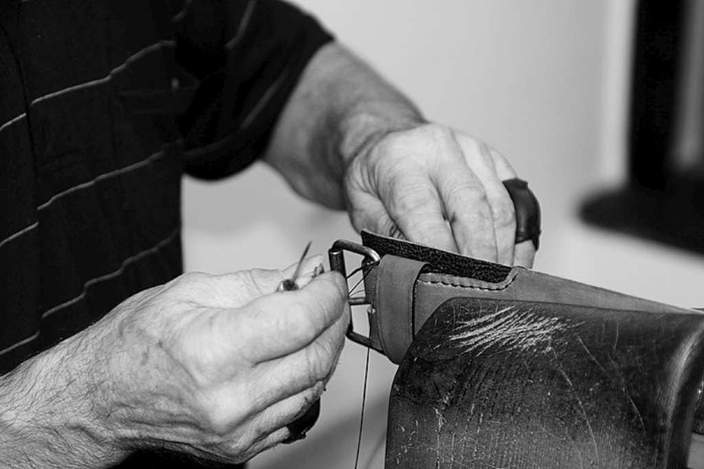 Hand stitching leather by Workshop Sauri
