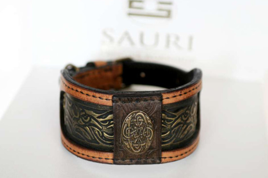 Elegant handmade leather dog collar by Workshop Sauri