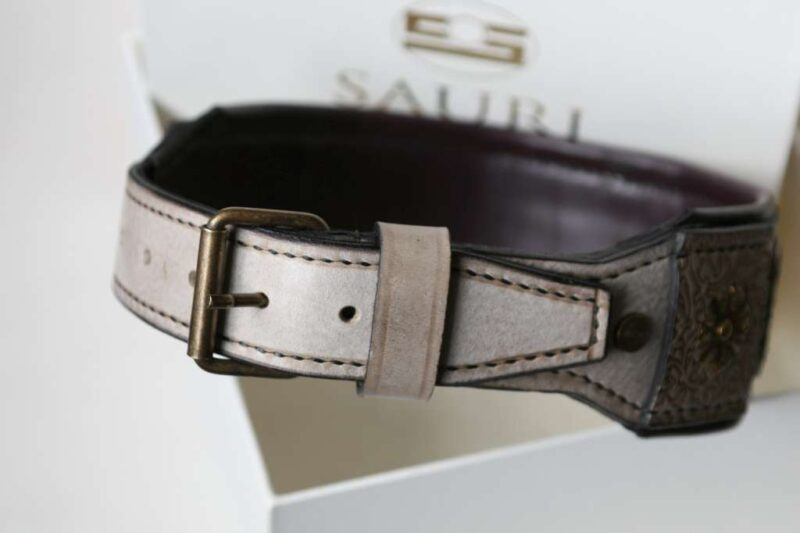 Leather dog collar with nameplate buckle by Workshop Sauri