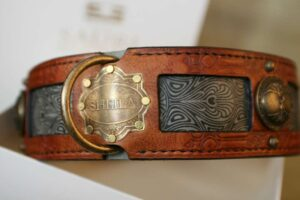 Big dog collar with vintage nameplate handprint by Workshop Sauri