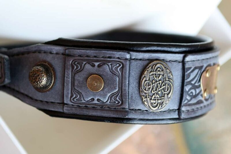 Embroidered grey leather dog collar by Workshop Sauri