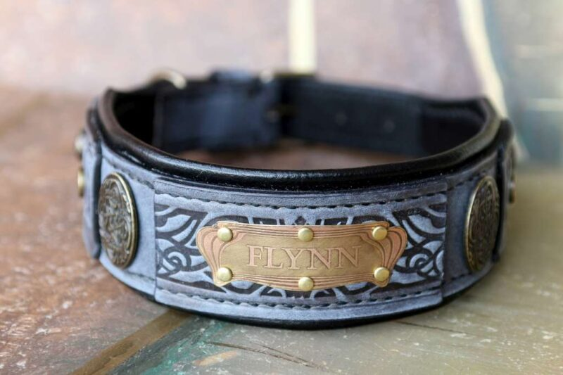 Grey leather dog collar with nameplate by Workshop Sauri