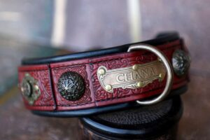 Personalized red leather dog collar CHANDI by Workshop Sauri