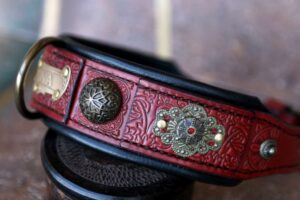 Personalized red leather dog collar with filigree CHANDI by Workshop Sauri