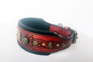 Red medium dog collar with name by Workshop Sauri