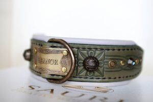 Unique medium dog collar GREEN SANGITA by Workshop Sauri
